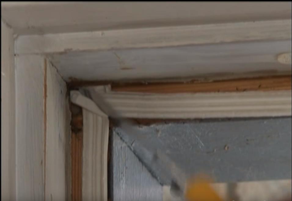 Уплотнение дверей и окон с помощью уплотнителя